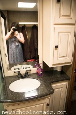 Heartland Gateway 3650BH Full Bathroom