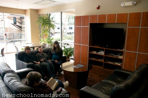 Dixie RV Hammond Lounge